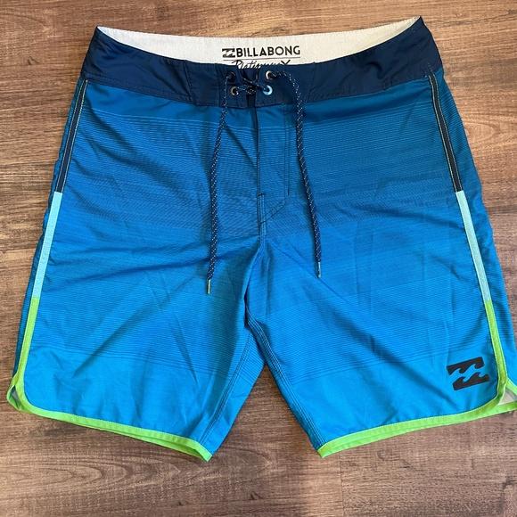 Men's Billabong Board Shorts - size 32